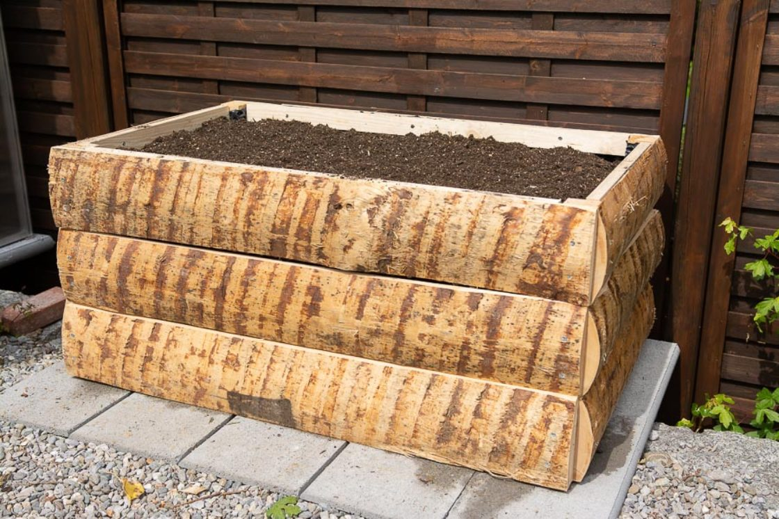 Make your own wooden raised bed